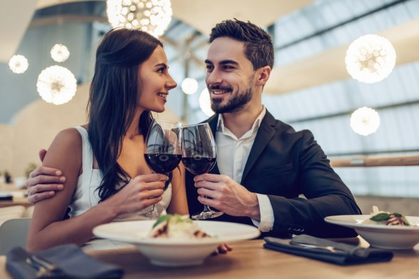 10 Thoughtfully Unusual Birthday Gifts for Wife to Show You're Not Done Trying to Impress Her Even Years After Marriage (2020)!