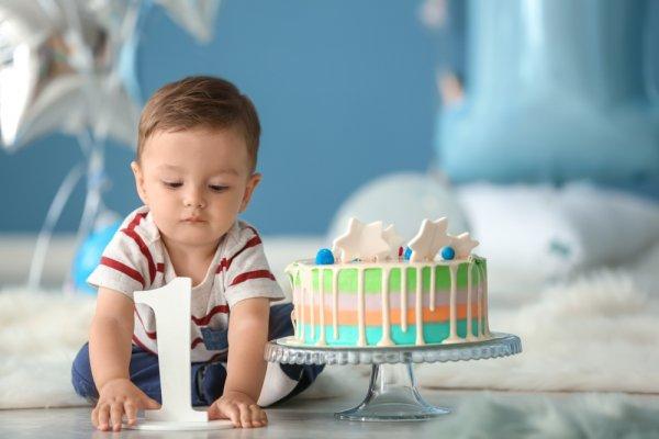 Berikan 10 Rekomendasi Hadiah Ulang Tahun Bayi Usia 1 Tahun untuk Membantu Tumbuh Kembangnya (2021)