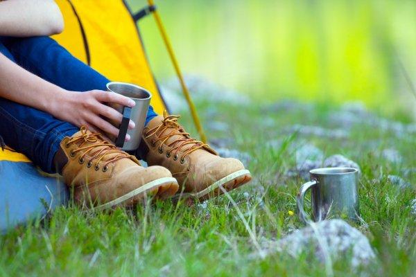 Berpetualang Sejenak Di Alam Bebas Dengan 9 Pilihan Sepatu Outdoor Yang Kuat Dan Nyaman Dikenakan