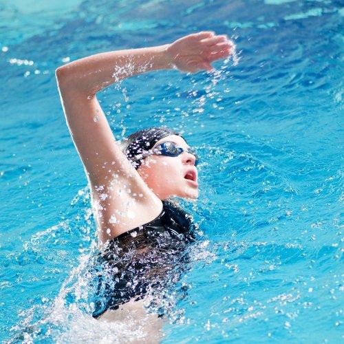 Nyaman Berenang dengan 10 Pilihan Kacamata Renang Speedo Terbaru