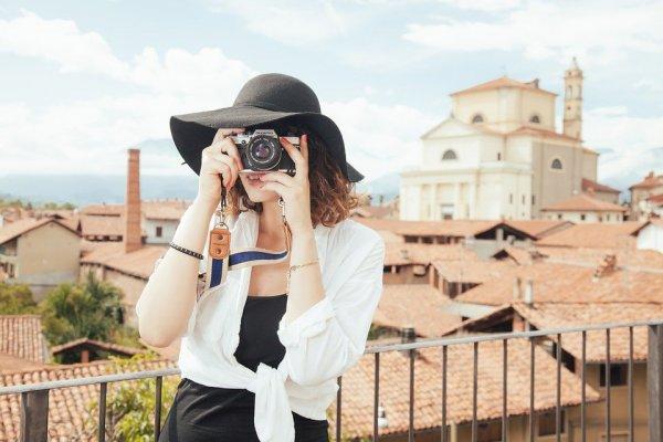10 Rekomendasi Baju Wanita Dewasa yang Membuatmu Tampak Lebih Anggun dan Matang (2020)