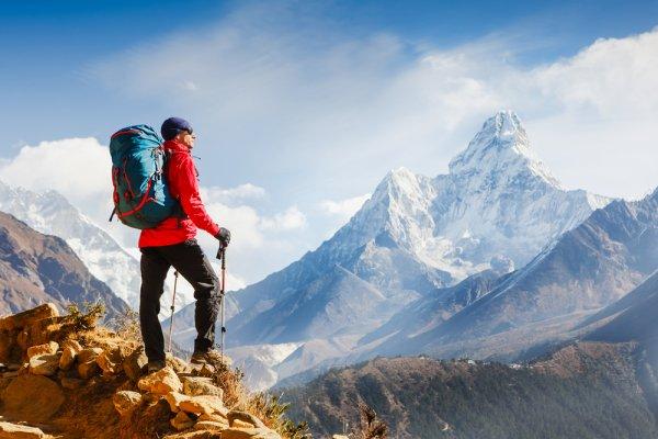 10 Rekomendasi Perlengkapan Mendaki ini Wajib Anda Miliki Sebelum Naik Gunung