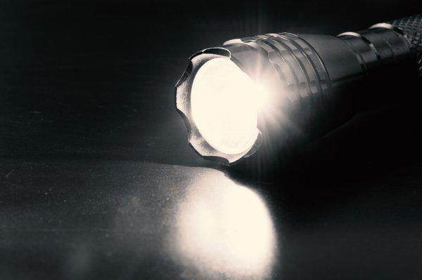 Perlu Lampu Senter untuk Keadaan Darurat? Ini Rekomendasi Lampu Senter Emergency untuk Anda (2020)