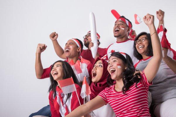 Sambut Kemerdekaan Republik Indonesia dengan 8 Rekomendasi Kaos Merah Berkualitas untuk Pria dan Wanita (2020)