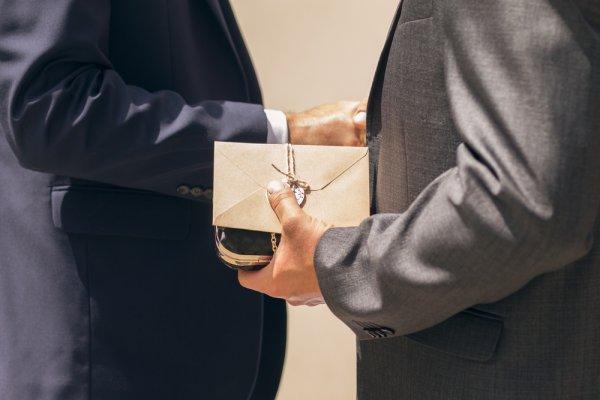 4 Aturan Memberikan Hadiah Buat Si Bos dan 7 Ide Hadiah yang Bisa Diberikan