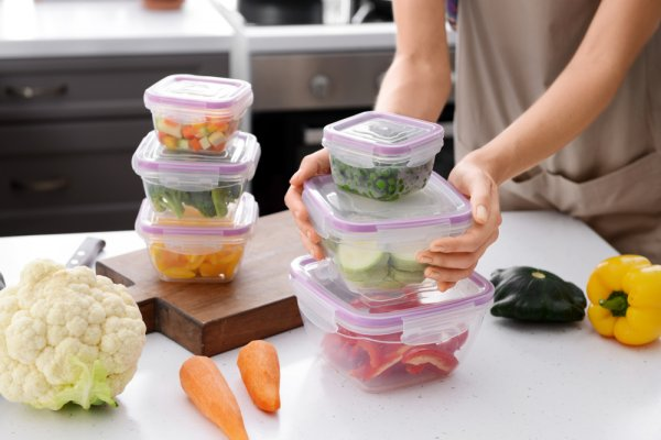 10 Rekomendasi Food Container untuk Menjaga Kesegaran Bahan Makanan (2021)