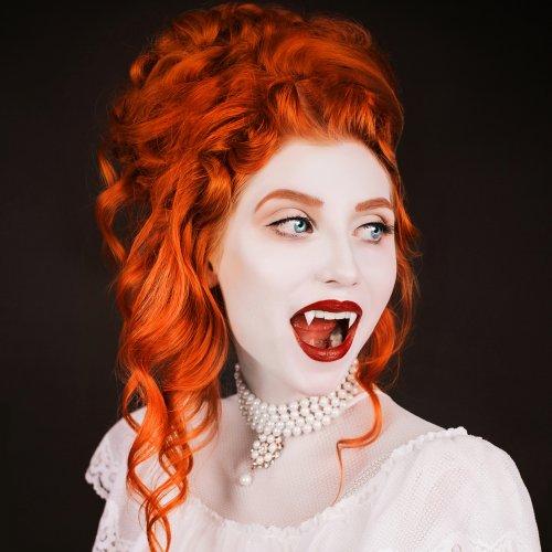 Tampil Istimewa di Malam Halloween dengan 4 Riasan Vampir yang Cantik dan Seksi