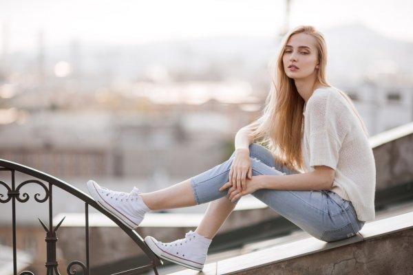 Tampil Fashionable dengan 10 Rekomendasi Sneakers Kasual untuk Wanita agar Semakin Edgy (2018)