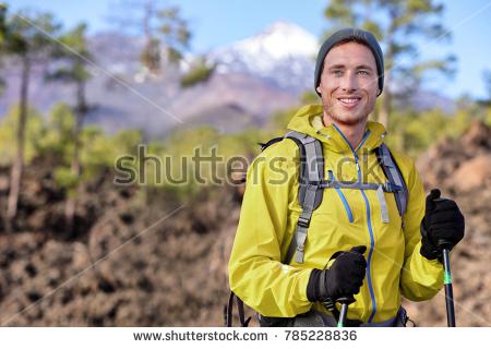 10 Rekomendasi Jaket Gunung Pria yang Keren Buat Sang Petualang