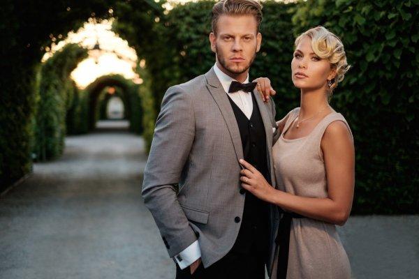 Cari Baju Couple Pernikahan yang Benar-benar Stand Out dari yang Lain? Ini Jawabannya!