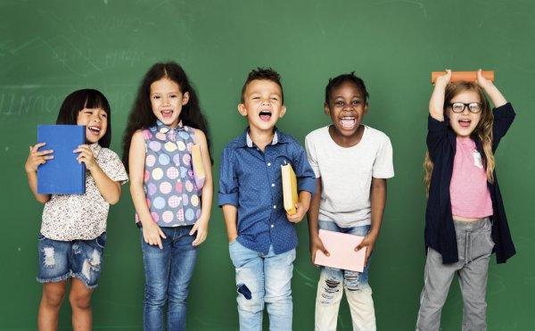Anak-anak Bisa Tampil Fashionable dengan 10 Rekomendasi Pakaian Kekinian untuk Anak Laki-laki dan Perempuan yang Semakin Trendi