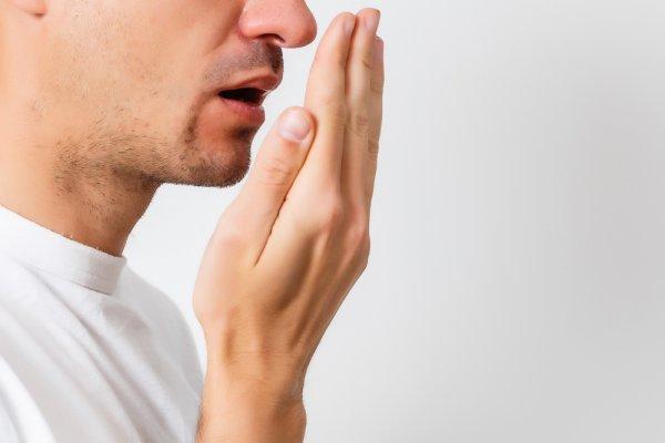 7 Tips Atasi Bau Mulut dan 9 Rekomendasi Produk Terbaik untuk Hilangkan Bau Mulut (2021)