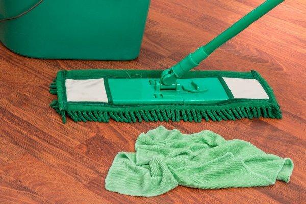Bersihkan Lantai Lebih Maksimal dengan 10 Cairan Pembersih Lantai Rekomendasi BP-Guide (2020)