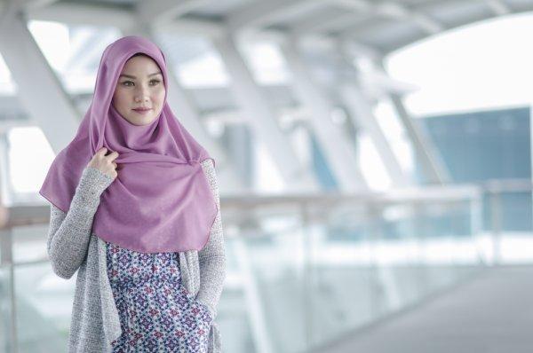 Inspirasi 6+ Atasan Hijabers Paling Baru dan Trendi 2018