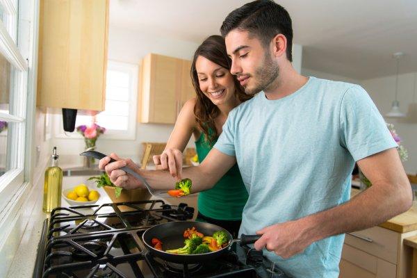 Pengantin Baru Butuh 10 Peralatan Masak Ini, Biar Masakan Jadi Lebih Enak