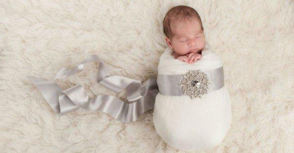 नवजात शिशु के लिए कुछ शानदार और उपयोगी उपहार, जिन्हें मां और बेटी दोनों प्रयोग में ला सकते हैं (2018)