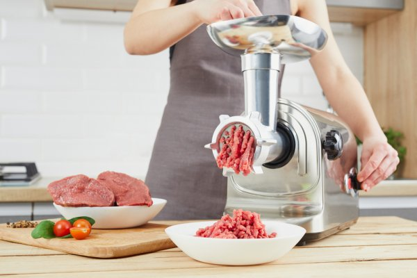 10 Rekomendasi Penggiling Daging untuk Mengolah Daging Menjadi Aneka  Masakan dengan Lebih Mudah (2021)