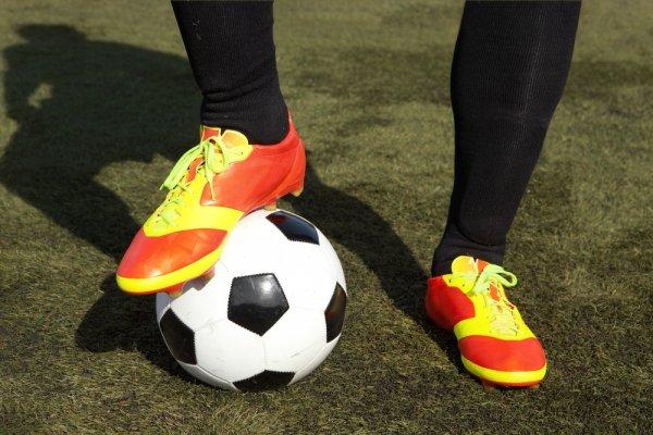 1df221595e343 10+ Rekomendasi Sepatu Specs Keren dan Berkualitas Untuk Pecinta Olahraga  Futsal