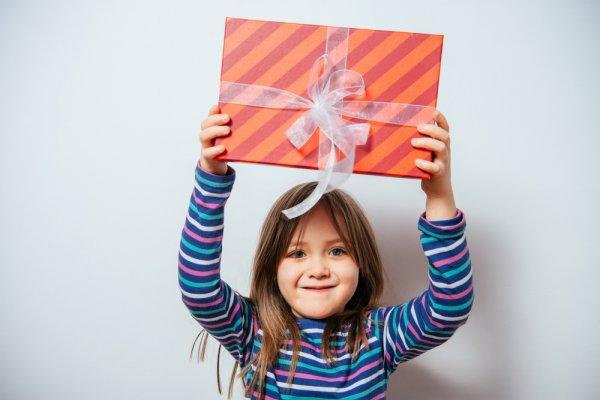 Bingung Pilih Hadiah untuk Si Kecil? Simak Tips dan 16 Rekomendasi Kado Anak 5 Tahun yang Lucu dan Bermanfaat Berikut Ini! (2019)