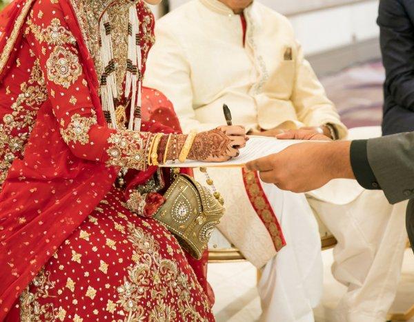 क्या आप किसी मुसलमानी शादी में जा रहे हैं और कोई उपहार लेने की सोच रहे हैं, तो आप बिल्कुल सही जगह पर आए हैं।  हमारे पास आपके लिए बहुत सारे विकल्प हैं (2018)