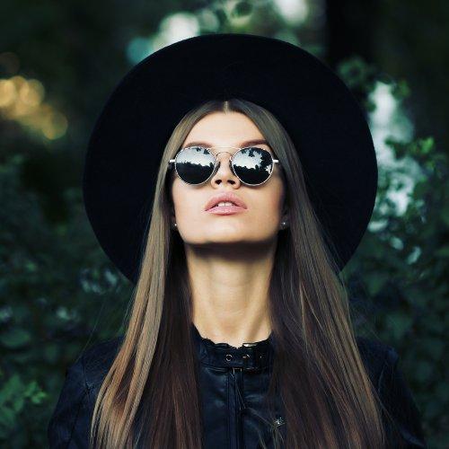 7+ Kacamata Hitam Wanita Berikut Dijamin Membuat Anda Tampil Cantik Dan  Glamor (2018) eb9d43927b