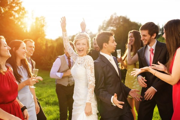 6+ Ide Kado Pernikahan di Hari Spesial di 2018