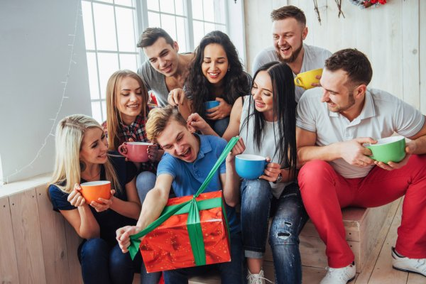 Your Friends Aren't the Kind Who'd Want to See You Fuss Over a Gift? But If You Still Want to Give Them Something Nice, Here are 8 Easy Friendship Day Gift Ideas and 3 DIY Gifts Too!