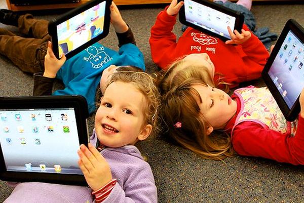 10 Pilihan Gadget Khusus Anak yang Bermanfaat Buat Mengedukasi Anak