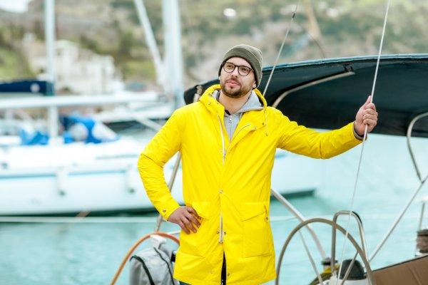 10 Rekomendasi Jaket Waterproof Pria Terbaru untuk Kegiatan Outdoor