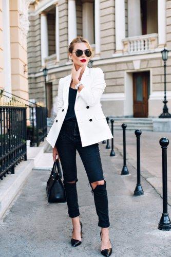 8 Celana Jeans Hitam Wanita Pilihan dan 8 Atasan yang Cocok dengan Jeans  Hitam (2018) efc34a20fb