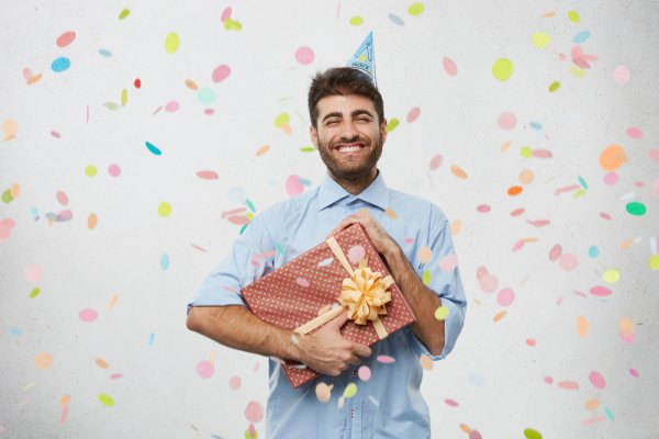 How to Handle Birthdays in a New Relationship + 10 Cute