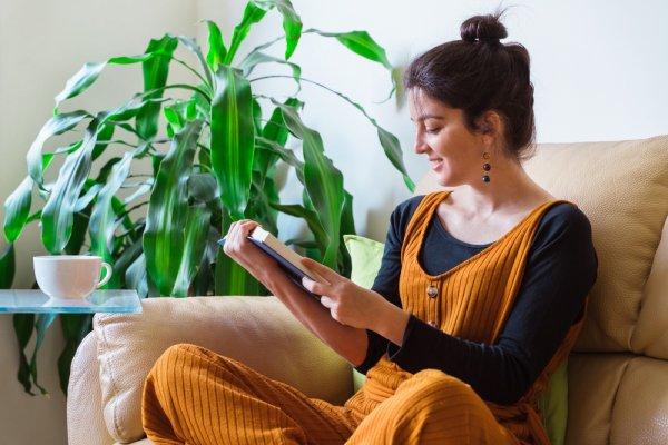 Punya Waktu Senggang di Rumah? Nikmati 10+ Rekomendasi Novel Romantis yang Wajib Dibaca (2020)