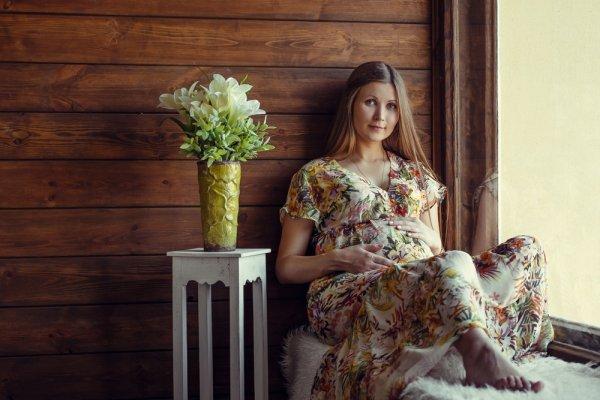 Aura Keibuan Anda Semakin Terpancar dengan Memakai 8 Rekomendasi Baju Hamil Batik yang Cantik Ini