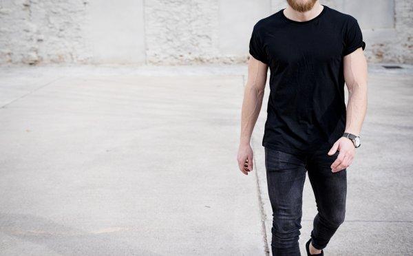 10 Pilihan Kaos Hitam yang Menjadikan Gaya Anda Semakin Keren