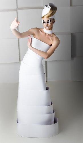 Kreatif! 8 Gaun Cantik Ini Dibuat dari Aneka Bahan Daur Ulang