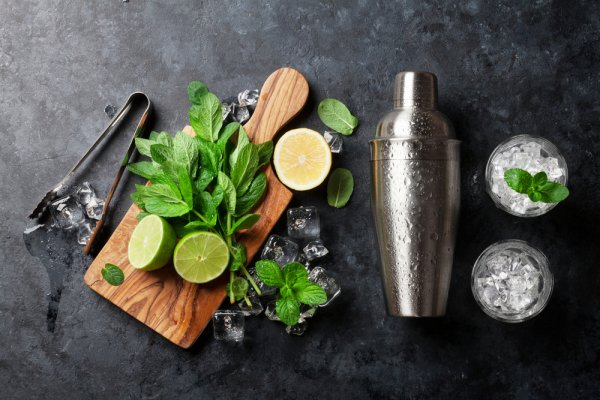 Make Your Bar at Home Complete: Here are the Best Cocktail Shakers Available in India(2020)!