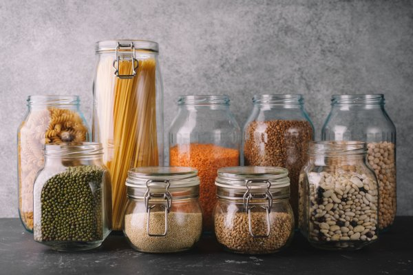 Take Care of Your Family's Health and Do Your Bit for the Environment: Discover Great Plastic-Free Kitchen Storage Options and Why Junking Plastic is Imperative for Your Existence (2021)