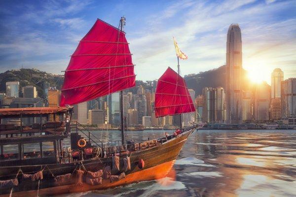Mau Traveling ke Hong Kong? Jangan Lewatkan 10 Rekomendasi Oleh-Oleh untuk Keluarga di Rumah!