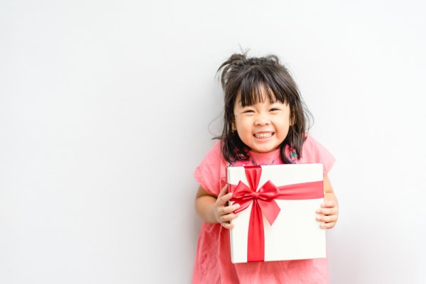 10 Rekomendasi Hadiah Ulang Tahun Anak Usia 2 Tahun Ini Bisa Mendukung Tumbuh Kembangnya (2020)
