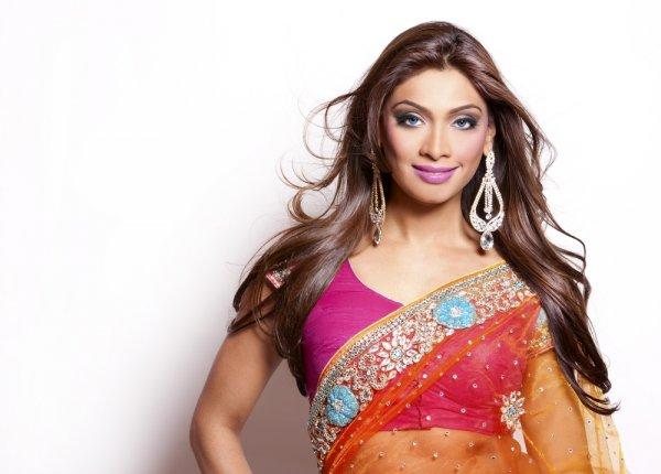 Aneka Model Baju India Cantik untuk Penampilan Glamor ala 5 Bintang Bollywood! (2018)