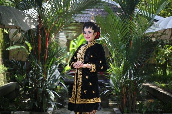 8 Inspirasi Gaun Pernikahan Nusantara yang Indah Membalut Tubuh Sang Pengantin