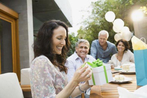 अगर आपके समारोह में वयस्क महमानो की संख्या अधिक है,तो रिटर्न गिफ्ट आकर्षक और रोमांचक होना चाहिए : यहां किसी भी प्रकार के समारोह में वयस्क मेहमानों के लिए 10 सर्वोत्तम वापिसी में दिए जाने वाले उपहार उपलब्ध है,वो भी खास विचारों के साथ,अभी देखें।(2020)