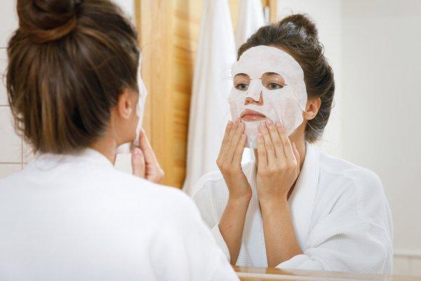 Wajah Cerah Berseri dengan 10 Rekomendasi Sheet Mask Terbaik 2021