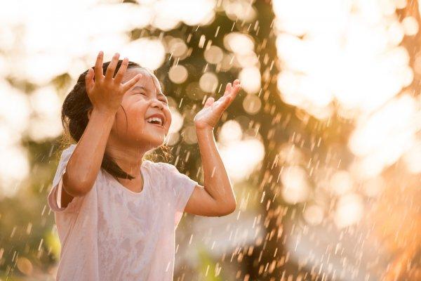 Ini 7 Rekomendasi Sweater Anak 2019 yang Bisa Dipakai saat Musim Hujan agar Tubuhnya Tetap Hangat