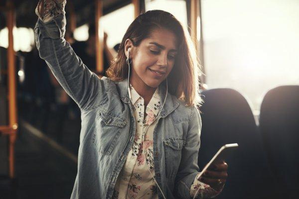 5 Rekomendasi Earphone Wireless Terbaik untuk Mendengarkan Lagu Favoritmu