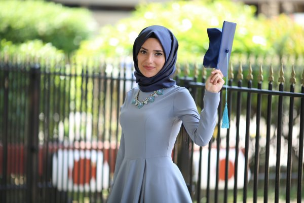 9 Model Baju Gamis 2018 Terbaru yang Bakal Bikin Penampilan Muslimah Makin  Anggun dan Menawan 7503a8f82c