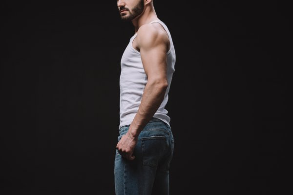 9 Rekomendasi Singlet Pria untuk Tetap Nyaman Bergaya (2020)
