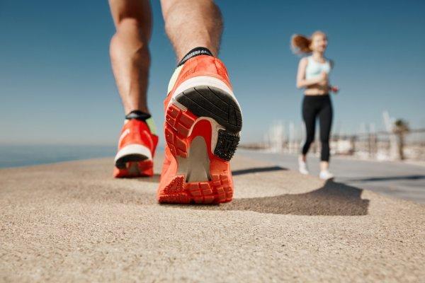 Cara Memilih Sepatu Lari Oke Dan 10 Rekomendasi Sepatu agar Larimu Makin  Kencang a0ba0dee54