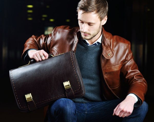 8 Rekomendasi Tas Kulit Pria Terbaru untuk Berbagai Kesempatan (2019)