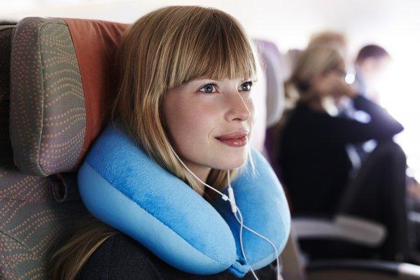 Nyaman Saat Traveling dengan 10 Rekomendasi Bantal Leher 2019 Ini